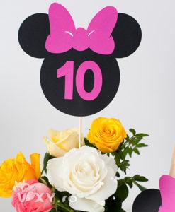 numar masa Minnie Mouse, numar fucsia Minnie, botez personalizat Minnie, vixy.ro, papetarie personalizata botez, botez deosebit Minnie, Minnie Mouse, petreceri personalizate Minnie