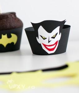 001_suport_cupcake_batman7