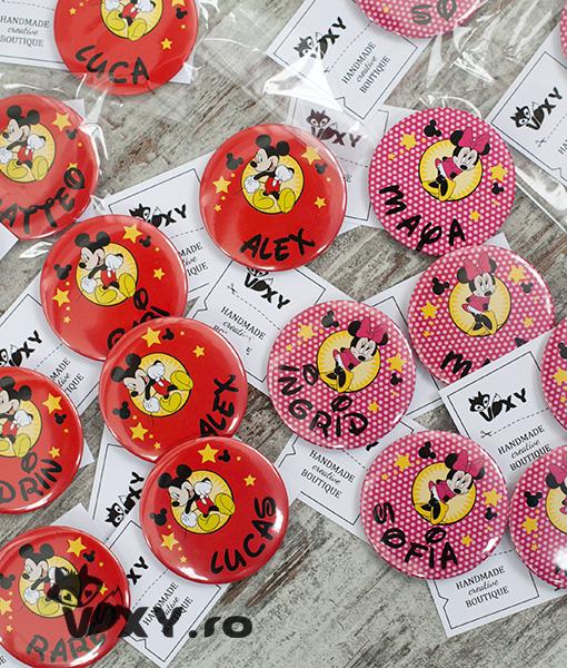 insigne personalizate Mickey Mouse, ecusoane personalizate Mickey Mouse, insigne copii tema Mickey, Mickey Mouse, Minnie Mouse, petreceri tematice, vixy.ro, insigne pentru copii