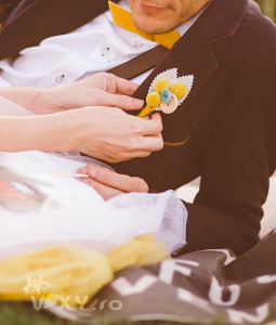 butoniera mire, cocarda handmade mire, cocarda realizata manual, butonira retro, nunta handmade, nuntă handmade, vixy.ro, butonieră handmade, detalii nunta, nunta deosebita