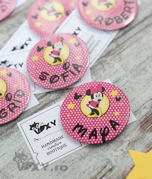 insigne personalizate Minnie Mouse, ecusoane personalizate Minnie Mouse, insigne copii tema Minnie, Mickey Mouse, Minnie Mouse, petreceri tematice, vixy.ro, insigne pentru copii