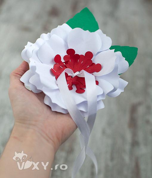 pernuta verighete, suport verighete, floare pentru verighete nunta, floare din carton, floare nunta handmade, suport deosebit verighete, suport personalizat pentru verighete